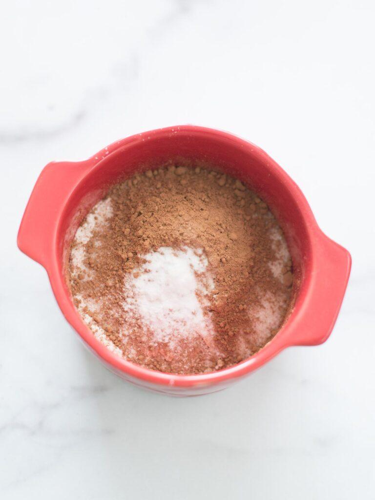 baking soda added to mug
